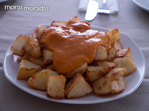 patatas con salsa brava